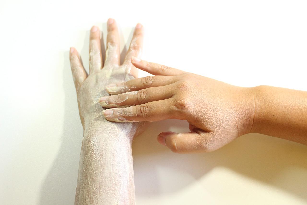 Co niszczy nasze dłonie?